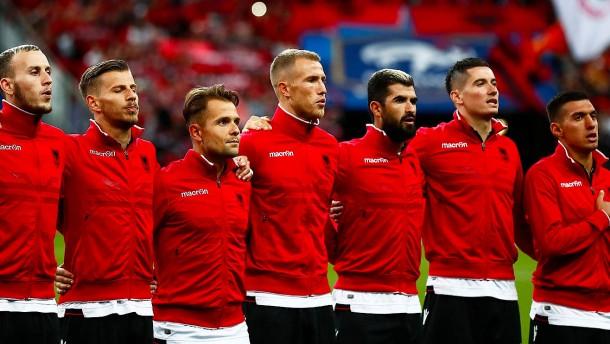Hymnen-Patzer vor Albanien-Spiel