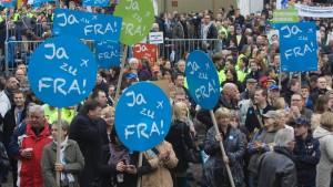 Tausende demonstrieren für Flughafenausbau