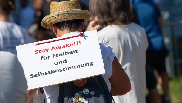"""Verfassungsschutz beobachtet """"Querdenken""""-Bewegung"""