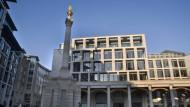 Machtverschiebung: Zwar soll die Börse nach der Fusion zwei offizielle Hauptsitze haben, doch die bisherige Zentrale in Eschborn wird wohl gegenüber der London Stock Exchange an Bedeutung verlieren – schließlich soll das Unternehmen nach britischem Recht geführt werden.