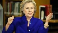 Clintons kassieren 25 Millionen Dollar für 100 Reden