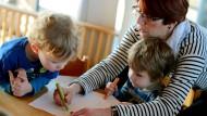 Sprache entdecken: Statt krampfhaftem pauken sollen Kinder bei dem Pilotprojekt im Alltag die Sprache besser lernen.