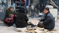 Nach Schätzungen von Aktivisten warten noch tausende Menschen auf die vollständige Evakuierung Ost-Aleppos.