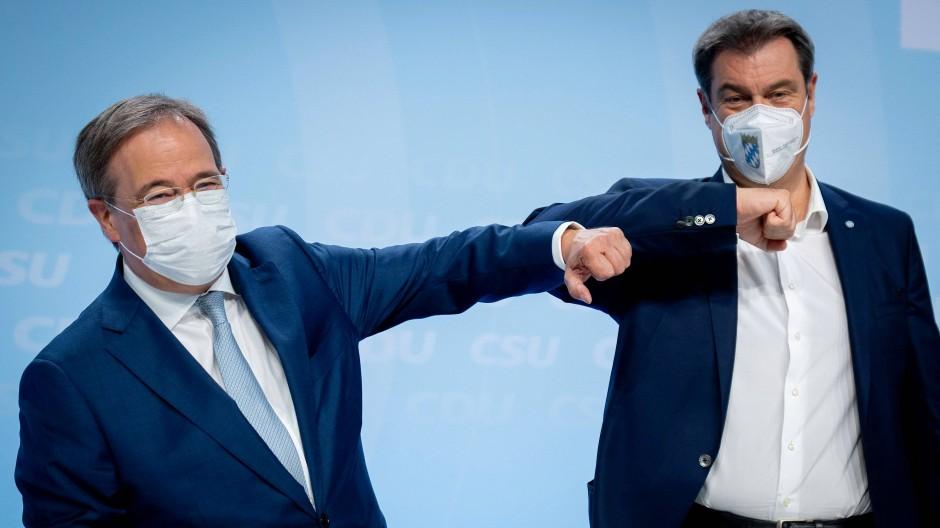 Armin Laschet und Markus Söder bei der Verabschiedung des Wahlprogramms für CDU und CSU für die Bundestagswahl