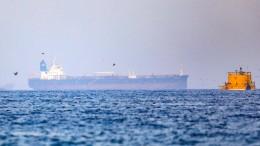 Mutmaßlich entführtes Schiff seit Stunden ohne Weiterfahrt