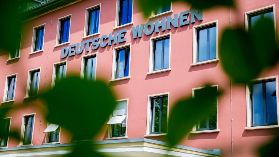 Die Fassade der Zentrale der börsennotierten Wohnungsgesellschaft Deutsche Wohnen SE in Berlin.