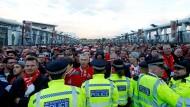 Gestoppt von der Polizei: Kölner Fans in London