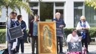 Gegen Abtreibungen: Die Initiative hat bis gestern täglich vor der Beratungsstelle im Westend protestiert.