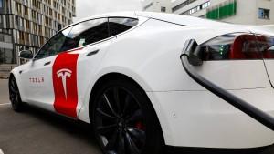 Der Irrsinn mit der Tesla-Aktie