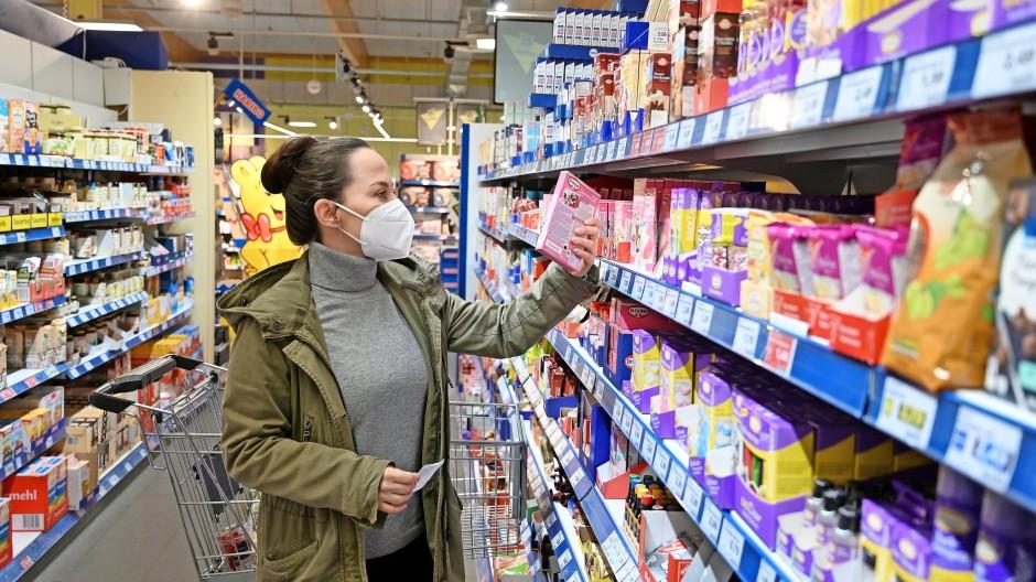 Können steigende Rohstoffpreise dazu führen, dass Händler einige Produkte aus ihrem Sortiment streichen?