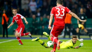 Bayern Munich's Gomez scores a goal against VfB Stuttgart's goalkeeper Ulreich during their German soccer cup (DFB Pokal) final match at the Olympic Stadium in Berlin