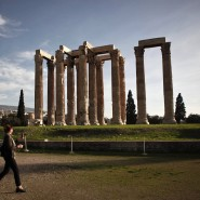 Dieser griechische Tempel ist der Zeus-Tempel in Athen.