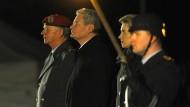Großer Zapfenstreich für Bundespräsident Gauck