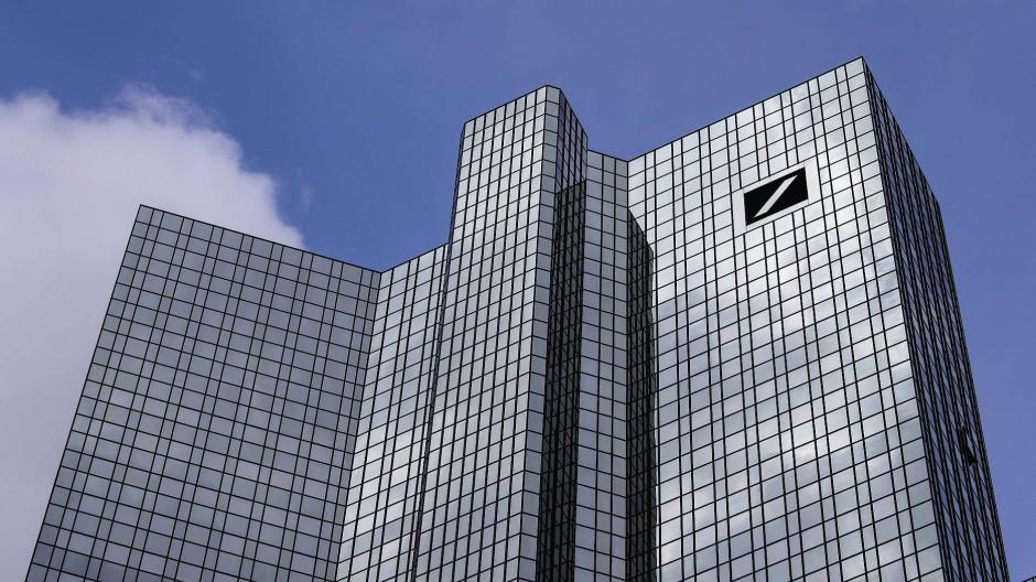 Die Deutsche Bank überarbeitet ihre AGB - als Reaktion auf das BGH-Urteil.