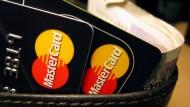 Die Solarisbank will gemeinsam mit Mastercard Banking-Bausteine entwickeln, die zunächst das neuartige Produkt Debit Mastercard umfassen.