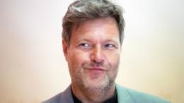 Habeck hängt Kramp-Karrenbauer ab
