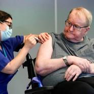 Als erste Person in Norwegen erhielt Svein Andersen am 27. Dezember in Oslo den Biontech-Impfstoff.