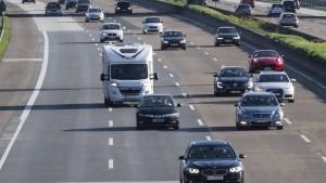 Radler in Schlangenlinien auf Autobahn unterwegs