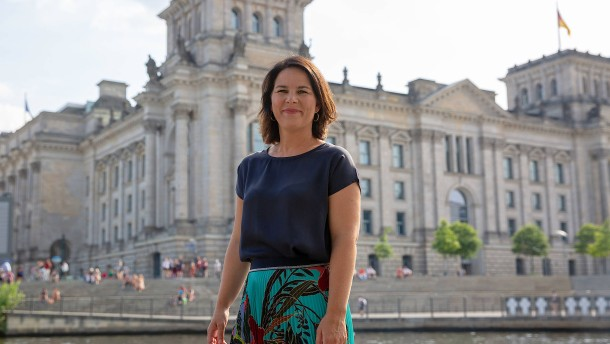 Grünen-Chefin fordert mehr deutsche Führung