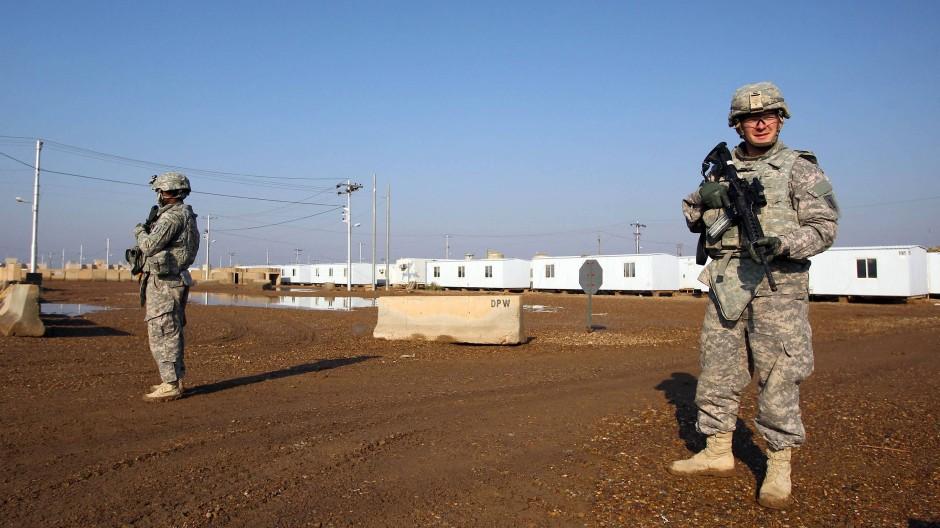 Zwei amerikanische Soldaten auf der Militärbasis Tadschi (Aufnahme von 2014)