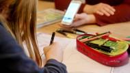 Viele Kinder müssen ihre Matheaufgaben derzeit im Homeschooling lösen.