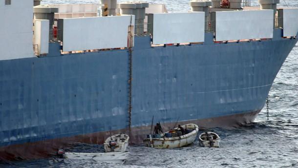 Regierung schafft Rechtsgrundlage für Schutz auf Schiffen