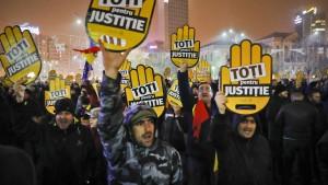 Wut über Korruption treibt Rumänen auf die Straße