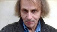 """Erst kamen die """"Elementarteilchen"""", dann die """"Unterwerfung"""": Der Schriftsteller Michel Houellebecq."""