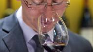 Typisch Mann? Angeblich trinken Männer lieber trockene Rotweine.