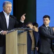 Petro Poroschenko (l), Präsident der Ukraine, und sein Herausforderer Wolodymyr Selenskyj (r) gingen verbal aufeinander los.