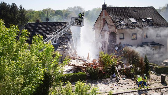 Doppelhaushälfte nach Explosion eingestürzt
