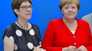 Merkels Tritt in die Kniekehlen