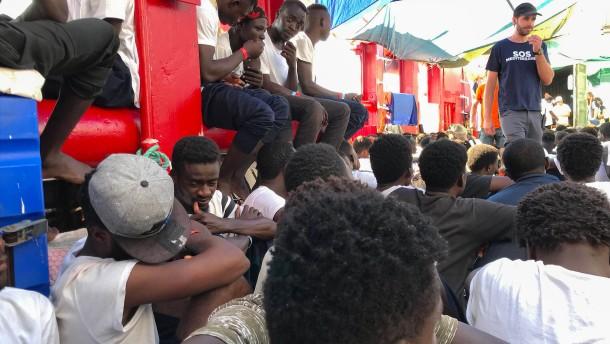 """EU-Länder nehmen Flüchtlinge von """"Ocean Viking"""" auf"""