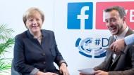 Angela Merkel sprach im Oktober 2016 auf dem Deutschlandtag der Jungen Union mit Paul Ziemiak – das Gespräch wurde live auf Facebook übertragen.