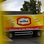 Stillstand: Ein Firmenlaster-Anhänger steht auf dem Werksgelände des nordhessischen Wurstherstellers Wilke.