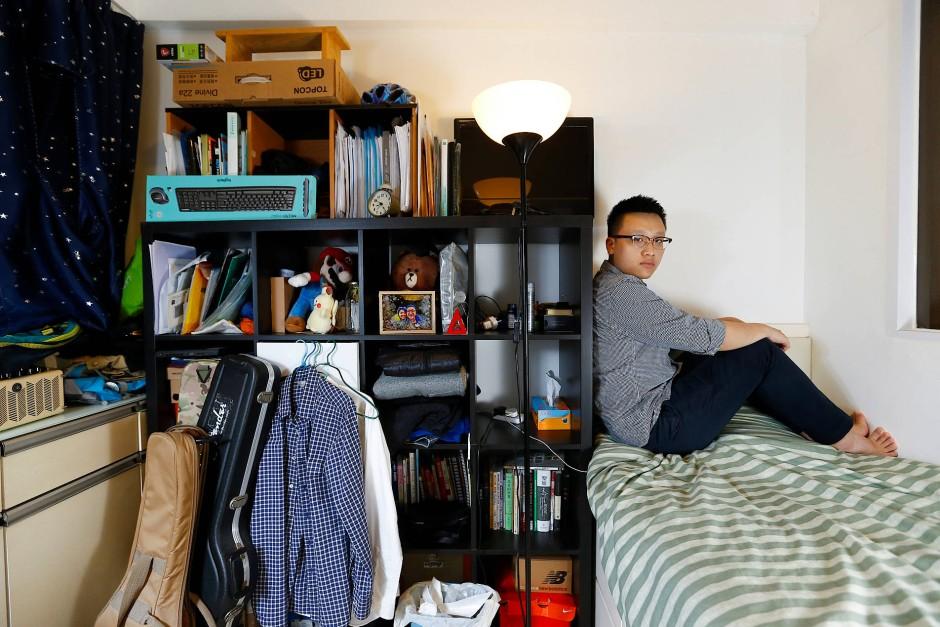 """""""Es ärgert mich, dass Leute vom Festland in Hongkong Immobilien aufkaufen. Sie treiben die Preise in die Höhe"""": Ingenieur John Wai, 26 Jahre"""