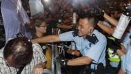 Wilde Proteste am Sonntagabend in Hongkong gegen den Einfluss Pekings