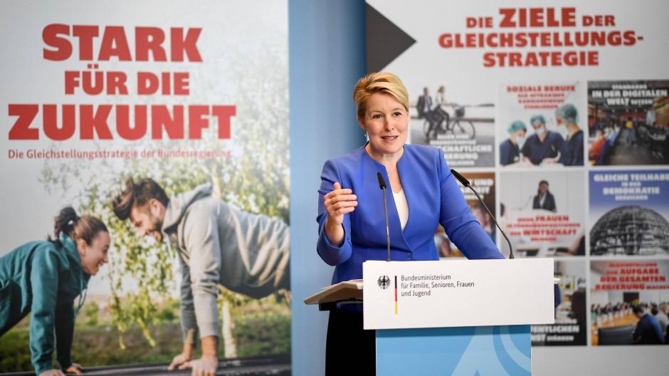 Bundesfamilienministerin Franziska Giffey (SPD) stellt die neue Strategie vor