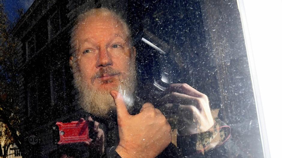 Julian Assange am Donnerstag bei seiner Ankunft vor dem Westminster Magistrates' Court in London