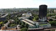 Hunderte englische Gebäude könnten brennbare Verkleidung haben