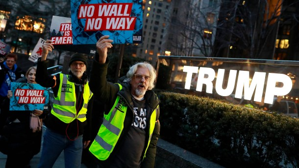Erste Klage gegen Trumps Notstandsverordnung