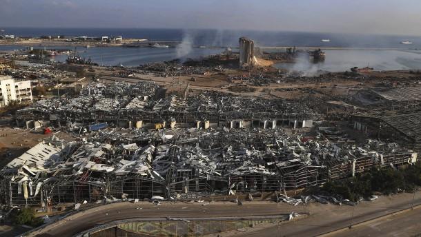Drohnenfahrt über den zerstörten Hafen von Beirut