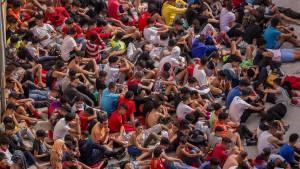 Fast 1000 Minderjährige harren in Ceuta aus