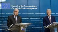Der belgische Justizminister Koen Geens und der niederländische Innenminister Ronald Plasterk bei der Pressekonferenz nach dem Treffen in Brüssel.