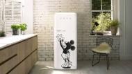 Ganz schön erwachsen: Die neunzig limitierten Kühlschränke zu Micky Maus' Geburtstag kosten 2000 Euro je Stück.