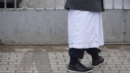 """Traditionelle Kleidung kann ein Zeichen für eine Radikalisierung sein: Die Plattform """"Emel"""" gibt in solchen Fällen Rat."""