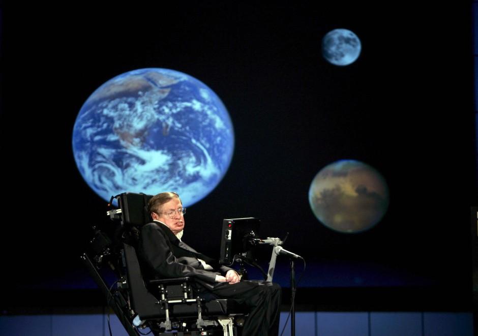 Der Physiker Stephen Hawking leistete wichtige Beiträge zum theoretischen Verständnis Schwarzer Löcher.