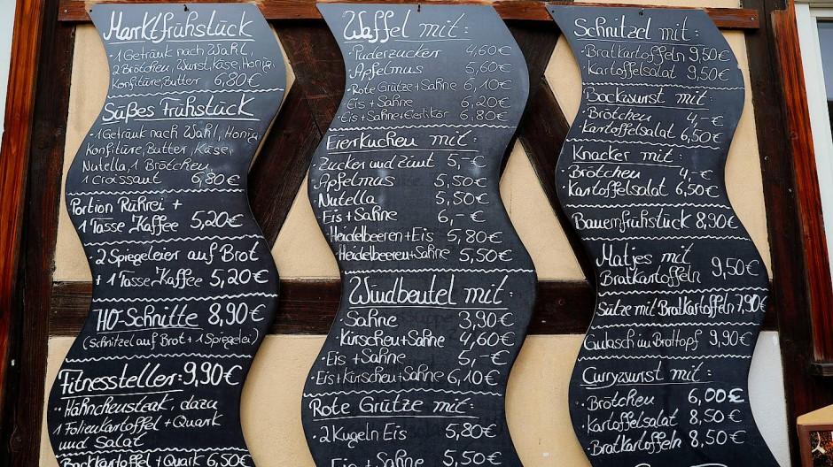 Ob eine Karte für jeden oder eine Tafel an der Wand: Auch die Art der Speisekarte sagt etwas aus.