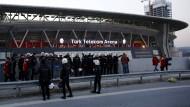 Weniger als zwei Stunden vor Beginn des Spiels wurde das Derby abgesagt und eintreffende Fans mussten das Stadion verlassen.