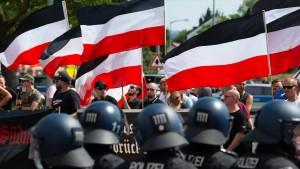 89 Maßnahmen gegen Rechtsextremismus